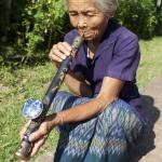 Burmesin mit Opiumpfeife  Bild (Ausschnitt): © Digitalpress - Dreamstime.com