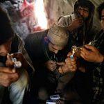 Drogen mit Pfeife rauchen  Bild (Ausschnitt): ©  Jordi Bernabeu Farrús [CC BY 2.0]  - flickr