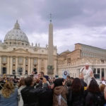Papst auf dem Petersplatz  Bild (Ausschnitt): © Nick Postorino [CC BY-NC 2.0]  - Flickr