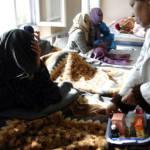 Heroinabhängige Frau in einem Behandlungszentrum, Kabul | Bild (Ausschnitt): © US Embassy Kabul Afghanistan [CC BY-ND 2.0]  - Flickr
