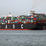 Containerschiff  Bild (Ausschnitt): © Roel Hemkes [CC BY 2.0]  - Flickr