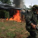 Kolumbien Drogen Kolumbianische Einsatzkräfte zerstören ein Kokainlabor. | Bild (Ausschnitt): © Policía Nacional de los colombianos [CC BY-SA 2.0]  - Flickr