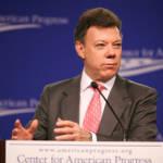 Der kolumbianische Präsident Juan Manuel Santos bemühte sich nach erfolgreichen Friedensgesprächen mit der FARC auch um Verhandlungen mit der ELN. Diese werden jedoch erstmal auf Eis gelegt | Bild (Ausschnitt): © Center for American Progress [CC BY-ND 2.0]  - Flickr